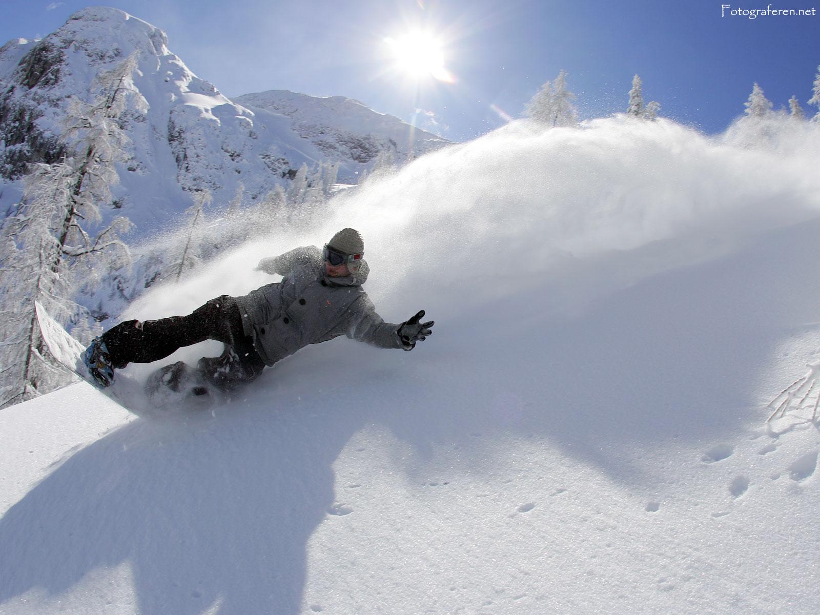Snowboarding pow
