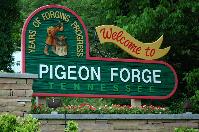 Pigeon forge welcome sign