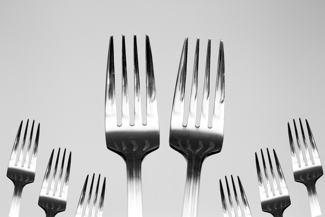 Table fork cutlery silverware black and white restaurant 851329 pxhere.com