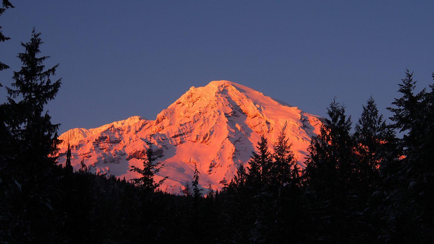 Mountain sunset 1400x790